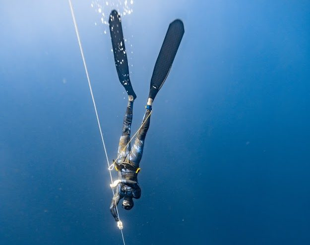Imagine being able to dive to depths up to 20 metres with no tank. Why not experience free diving in the underwater world.