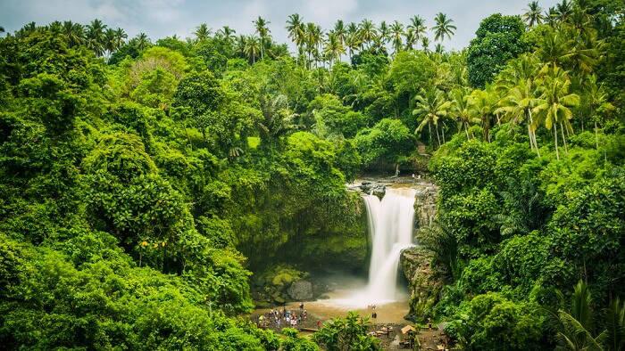 One of the biggest waterfalls in Ubud, Tegenungan has something for everyone