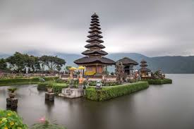 Lake Beratan is a beautiful lake with an even more beautiful temple, sitting 1500 metres above sea level. Lake Beratan is the second largest lake in Bali.